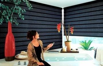Persianas enrollables eléctricas con control remoto en Lloret de Mar